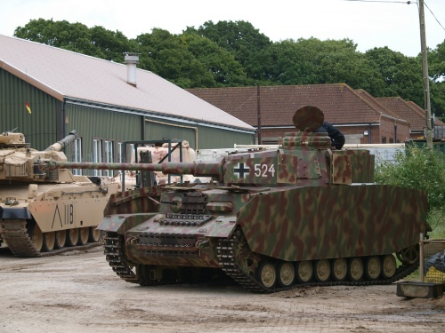 Немецкий средний танк Pz.Kpfw. IV (29 фото)
