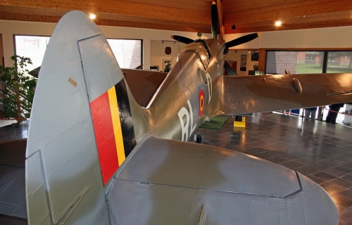 Английский истребитель SPITFIRE Mk XIV (37 фото)