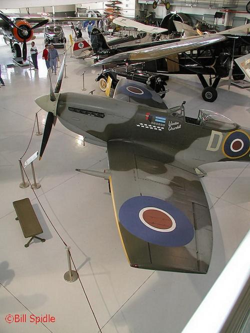 Английский истребитель Spitfire Mk XVI (28 фото)