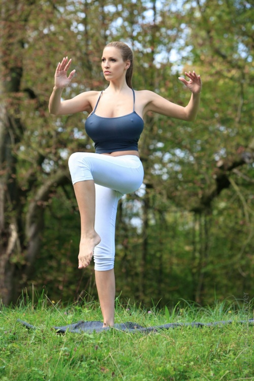 Jordan Carver - Workout At The Park (45 фото) (эротика)