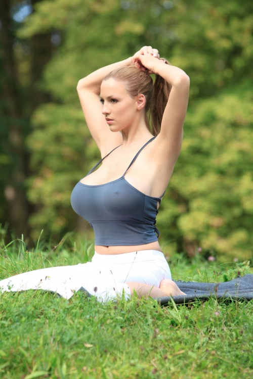 Jordan Carver - Workout At The Park (45 фото)