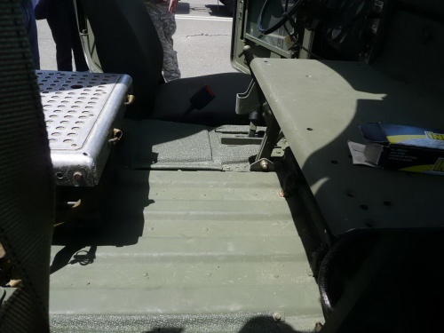 Американский автомобиль M1025A2 HMMWV (124 фото)