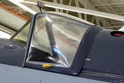 Английский многоцелевой палубный истребитель Fairey Firefly (18 фото)