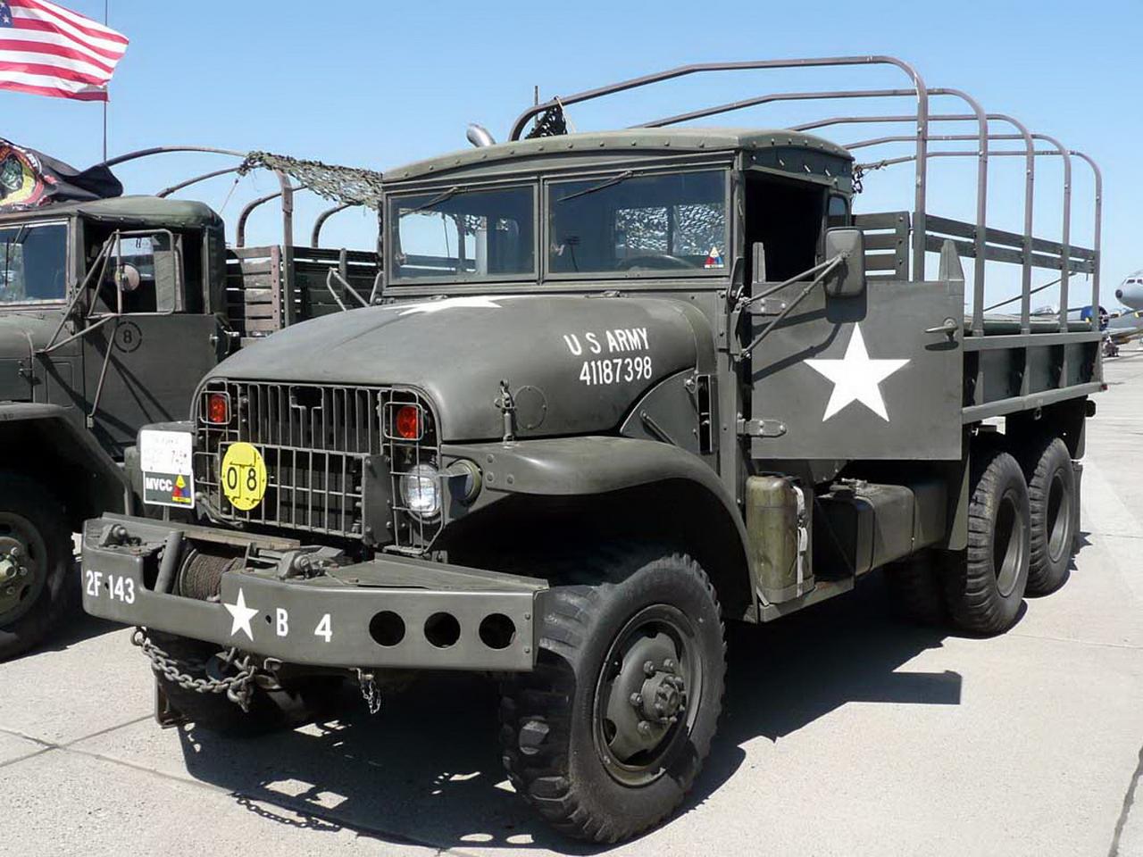 Три военные грузовые машины армии США столкнулись на автодороге на юге Польши в Малопольском