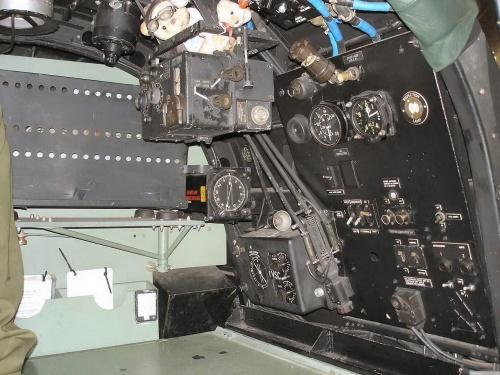 Английский бомбардировщик Lancaster MK.III (36 фото)