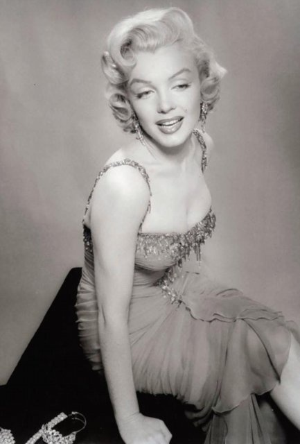 Marilyn Monroe and the Camera (164 фото)