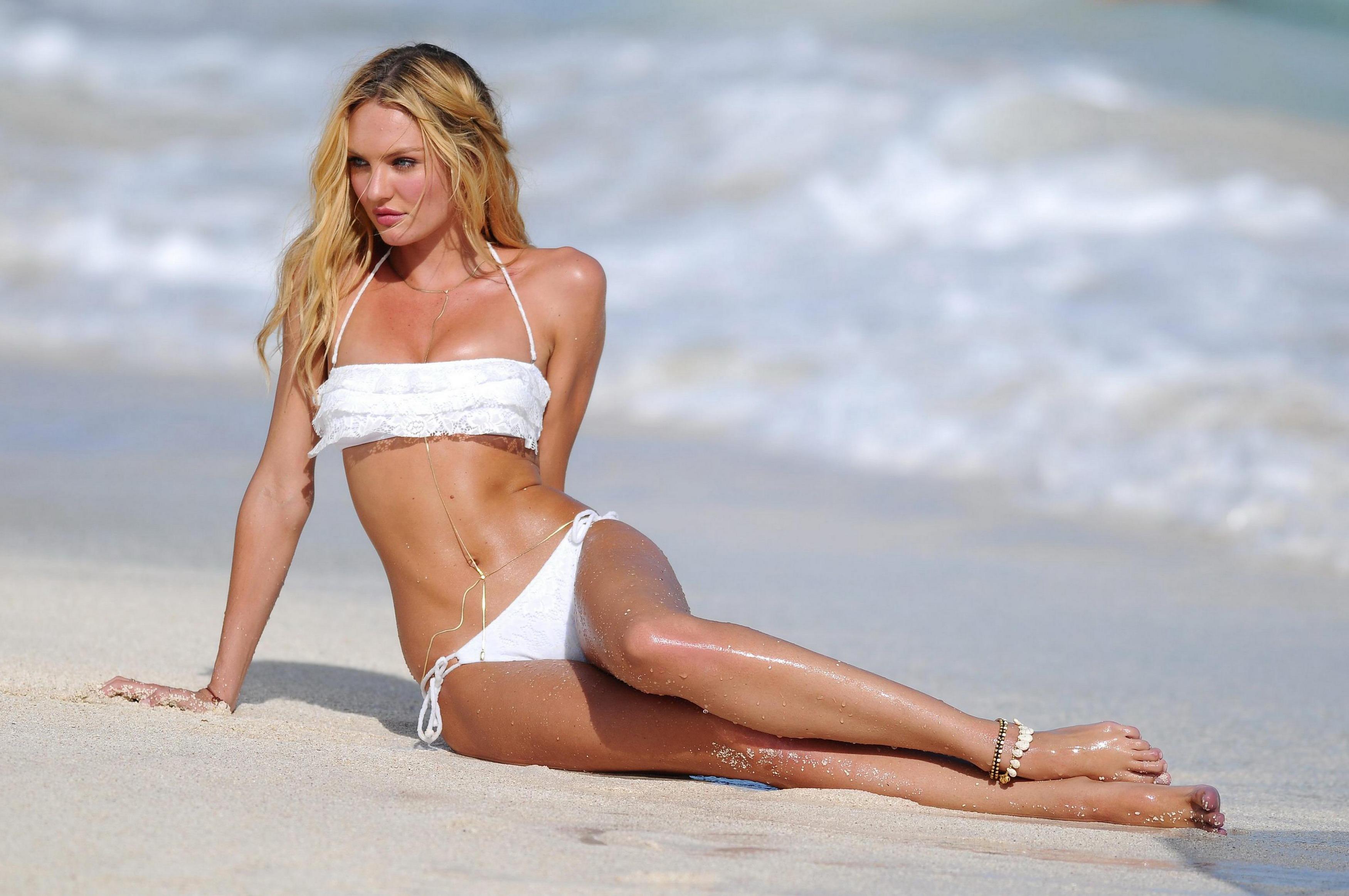 Фото голых девочек на пляжу 24 фотография