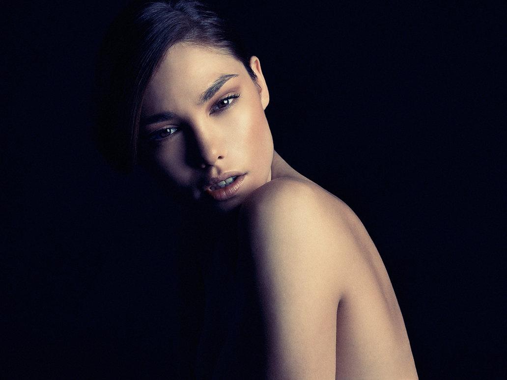 Черно белые студийные фото девушки