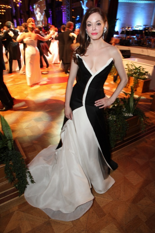 Rose McGowan - Orange Filmball Vienna Photoshoot (42 фото)