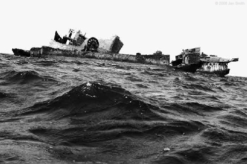 Залив Нуадибу - кладбище кораблей. Фотографии Яна Смита (16 фото)