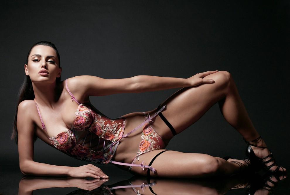 еротичне фото дами