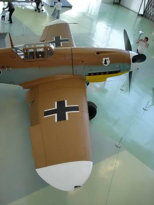 Немецкий истребитель Me 109G-2 Black 6 (25 фото)