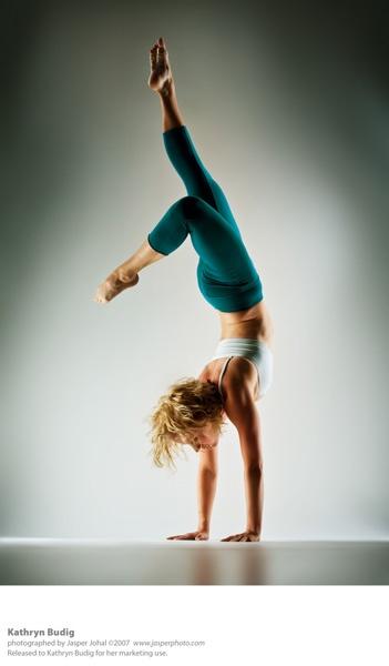 Акробатика и ню от Jasper Johal (52 фото) (эротика)
