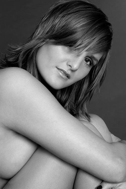 Anastasia Kapluggin. Черно-белое НЮ (38 фото) (эротика)