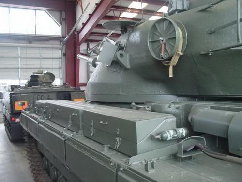 Английкий тяжелый танк Conqueror Mk.1 (54 фото)