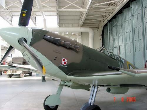 Английский истребитель Supermarine Spitfire VB (BM597) (43 фото)