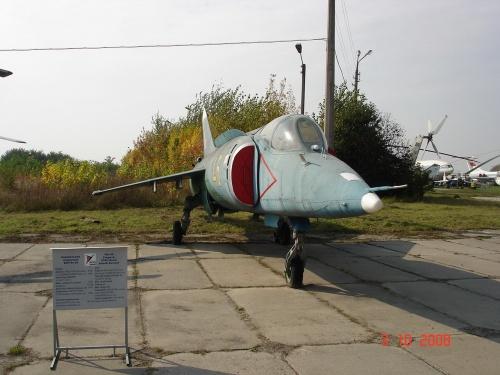 Советский самолет ВВП ЯК-38 (33 фото)
