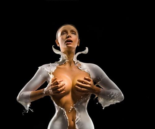 Молоко вдвойне вкусней - Фото Андрея Разумовского (16 фото) (эротика)