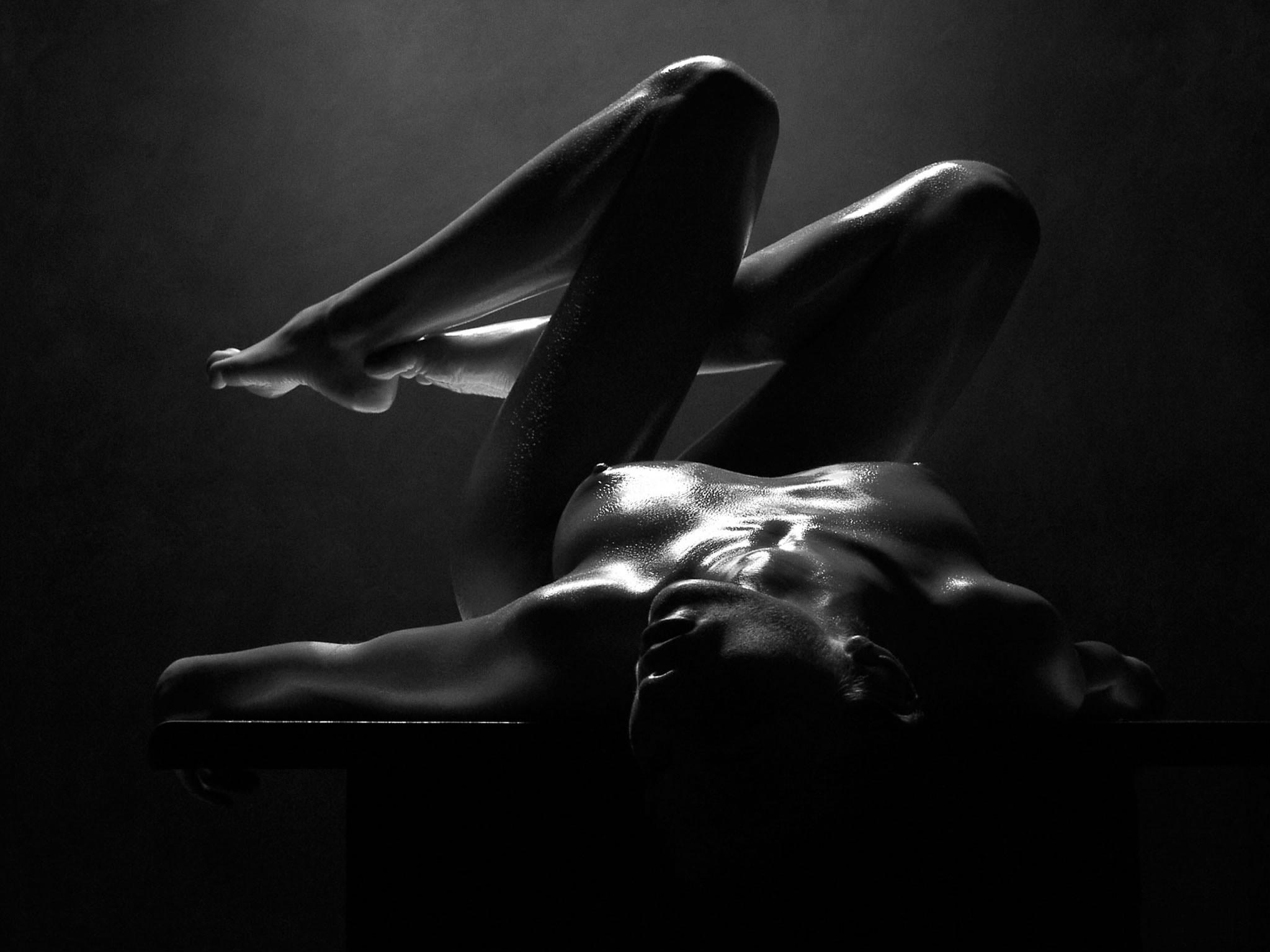 Чёрно белое порно фото девушка 21 фотография