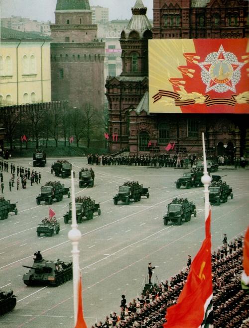 Великая Отечественная война - фотохроника, плакаты, послевоенные парады (68 фото)