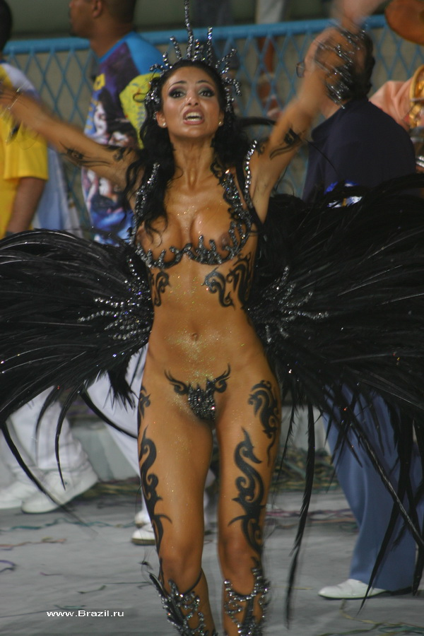 обнаженные девушки на карнавале в рио фото