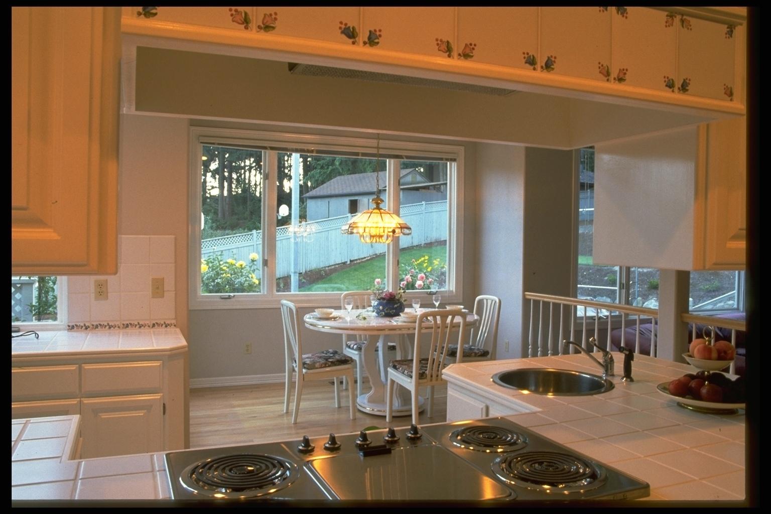 Дизайн гостиной с кухней и камином фото