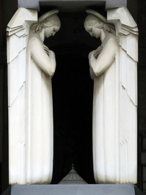 Шедевры с кладбищ - часть 2 - надгробия, скульптуры,склепы, пантеоны (186 фото)