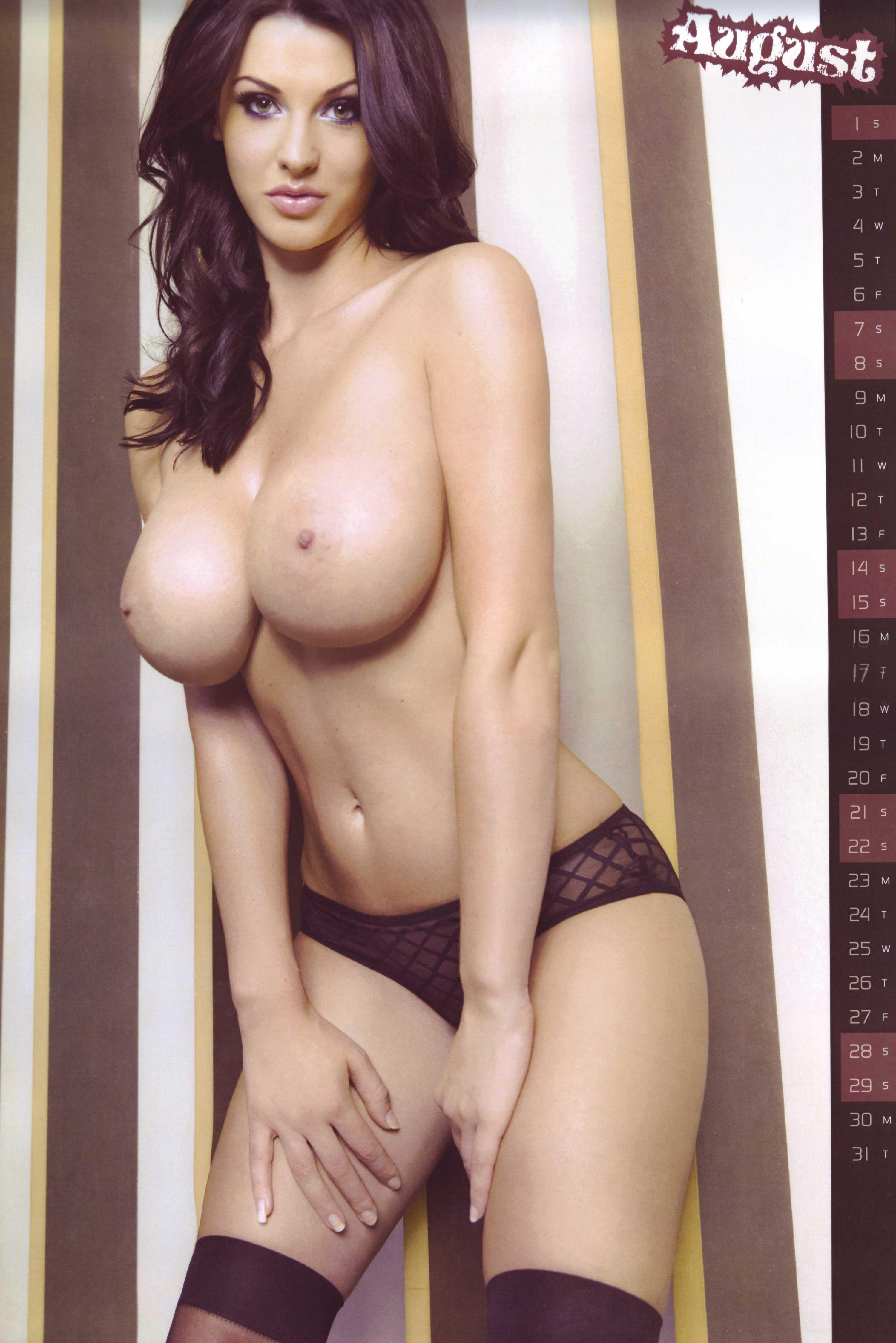 Стройная с большой натуральной грудью 11 фотография