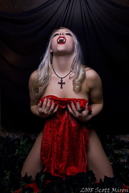 фото сексуальной вампирши-яп3