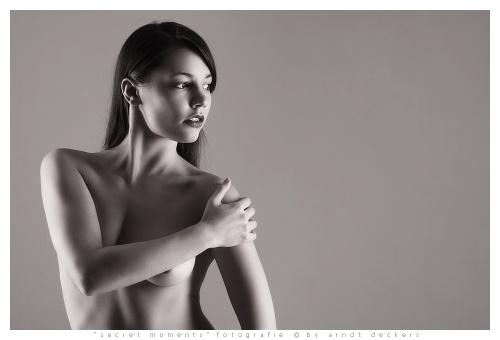 Интим фото в студии. . Парочка влюблённых наслаждается сексуальным общение