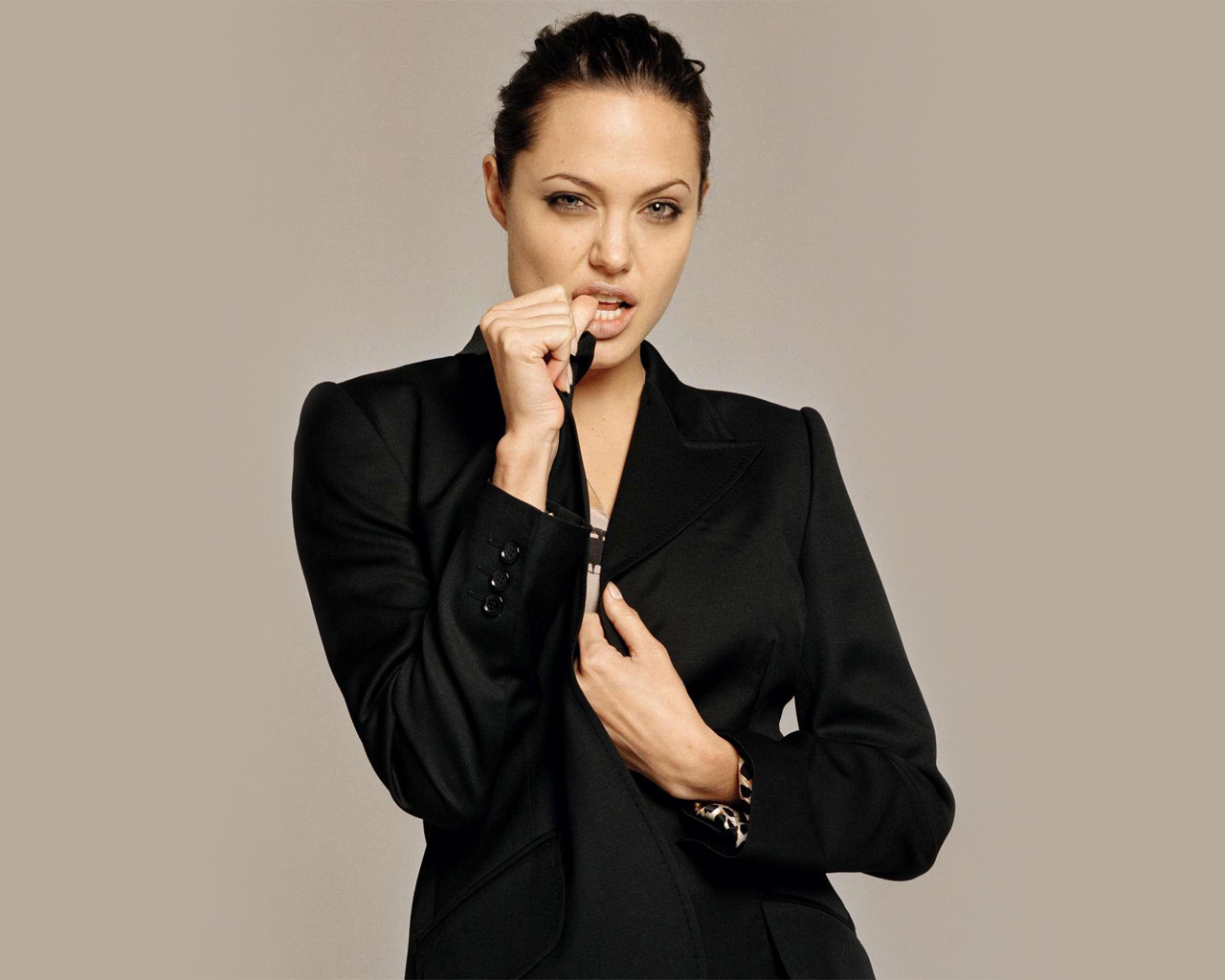 case formulation angelina jolie Uw dbt psychiatry department training program home training description dbt case formulation worksheet this is a template to use in writing your case formulation.