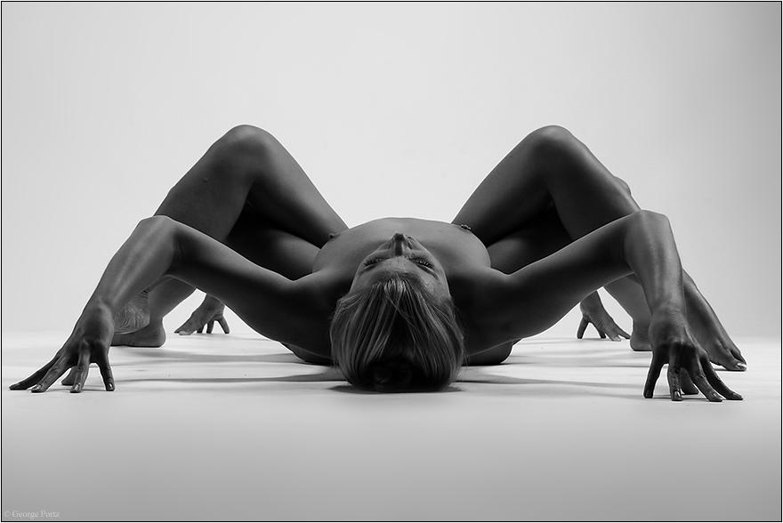 Черно-белая эротика в черно-белых фотографиях