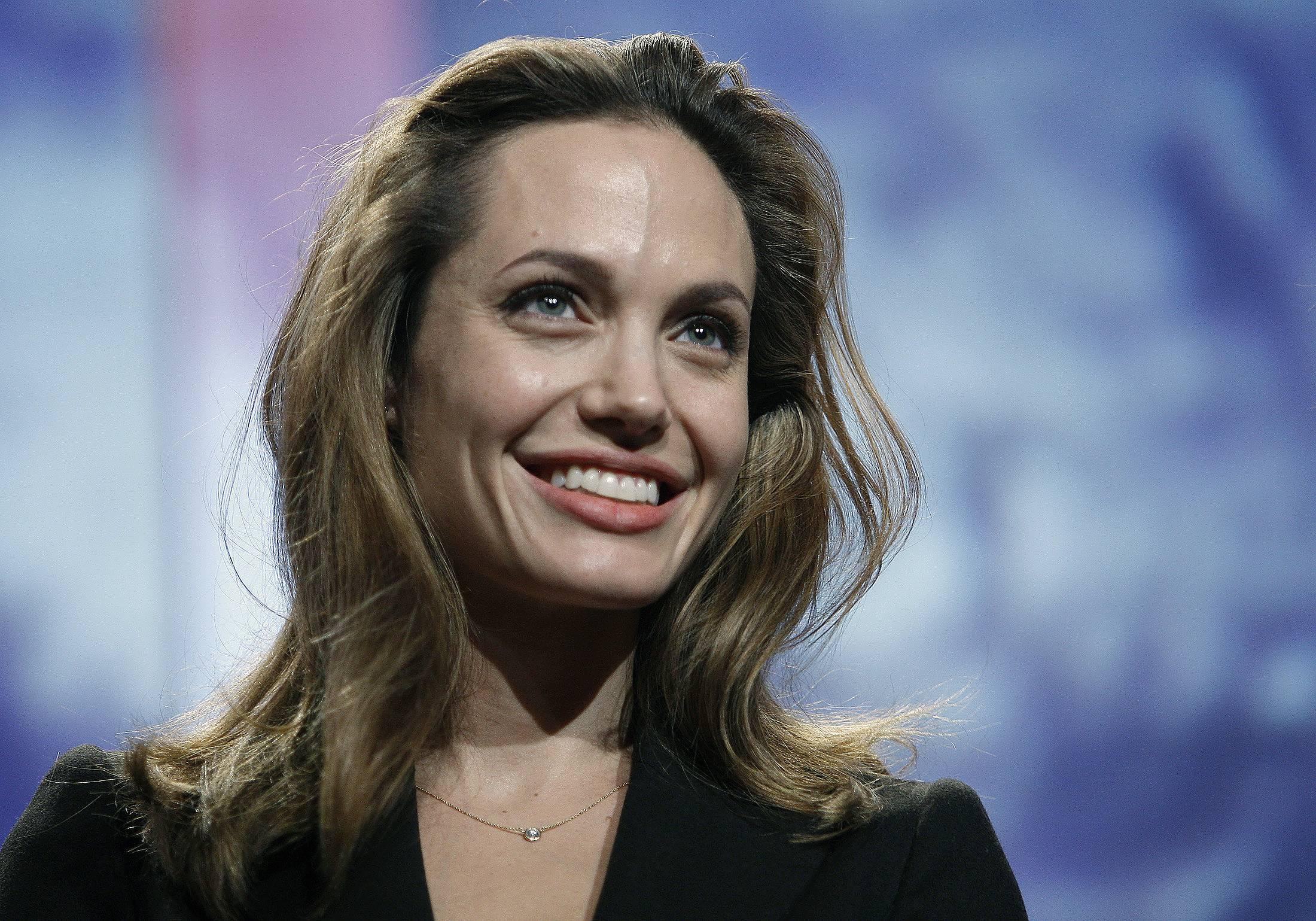 Анджелина Джоли Диета Лимонная. Орехи и каша, а еще немного жареных скорпионов: как и чем питается Анджелина Джоли