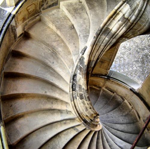 Винтовая лестница как элемент архитектуры (73 фото)