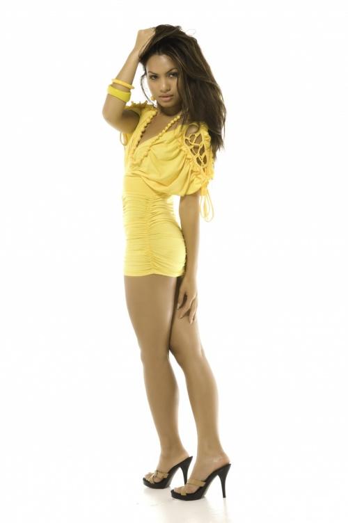 Ladies in Yellow (219 фото)