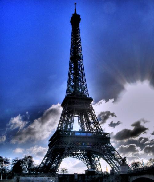 Эйфелева башня: угол зрения (75 фото)