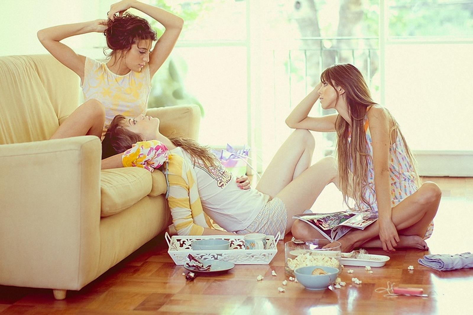 Сестра с подружками 5 фотография