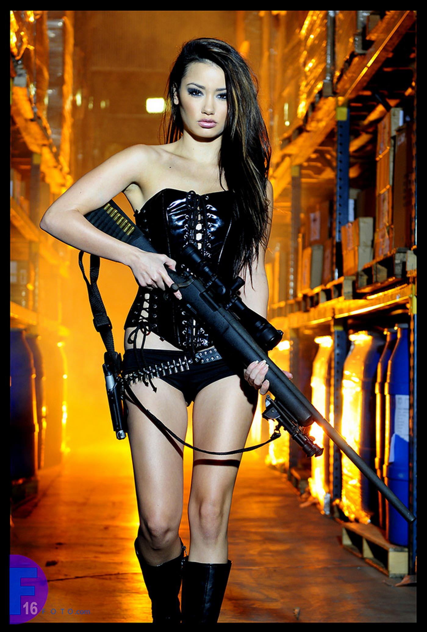 Смотреть картинки тёлки с оружием 20 фотография