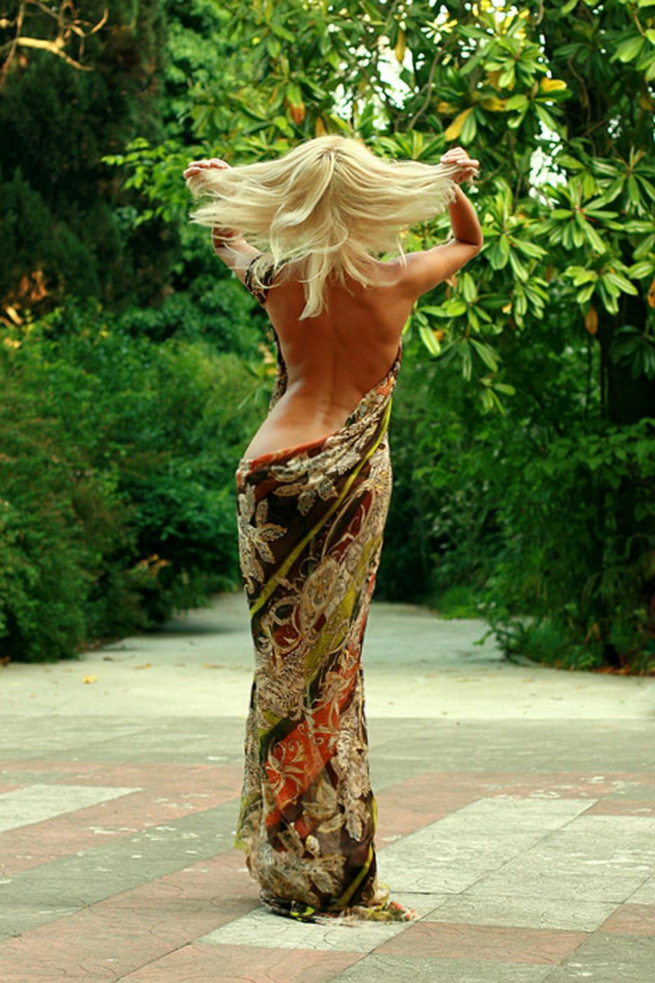 Страстная блондинка с сексуальной фигурой и очень красивой внешностью