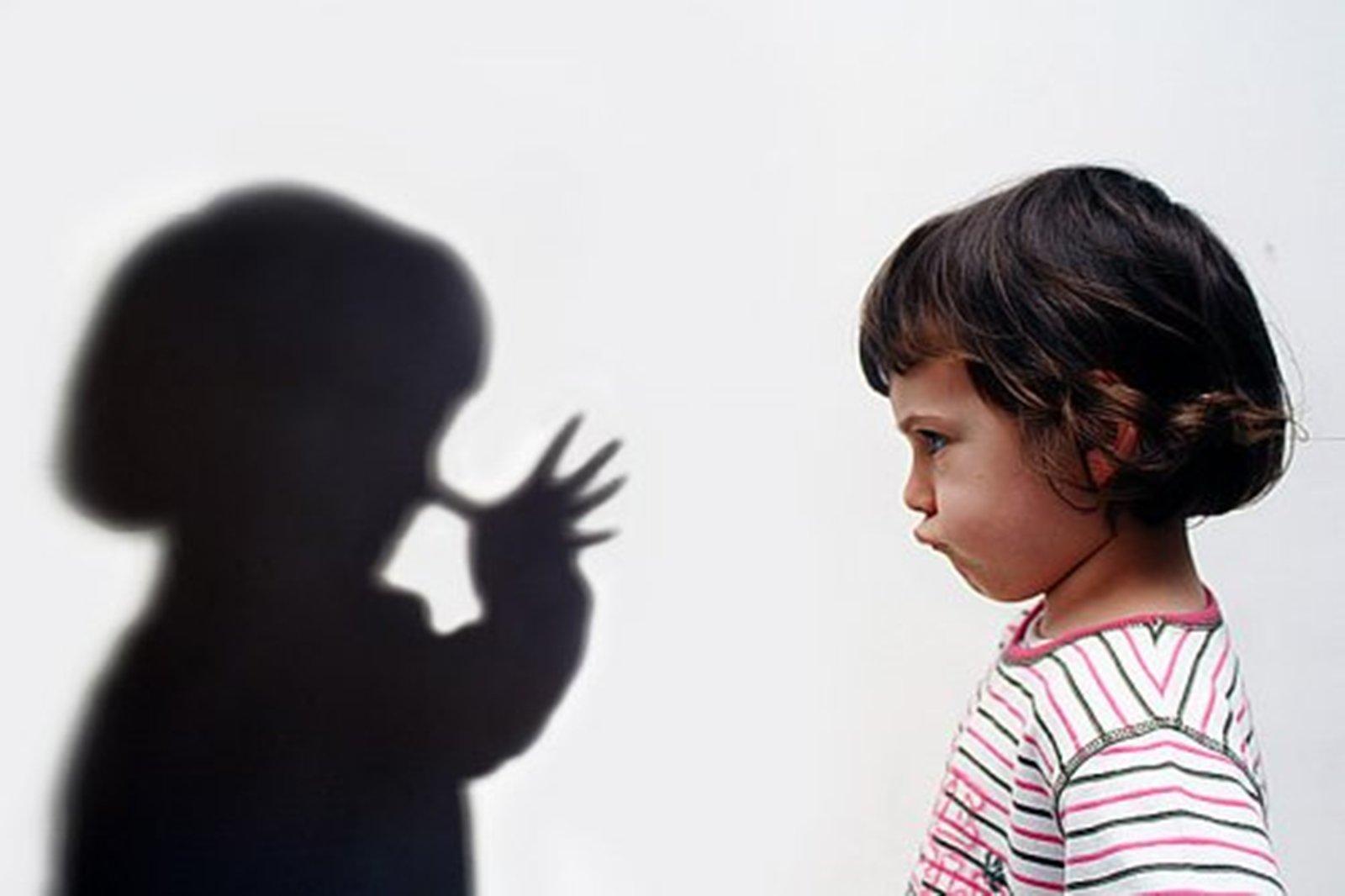 Фото ребенок и тень