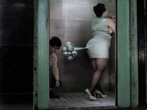 пукает женщина фото