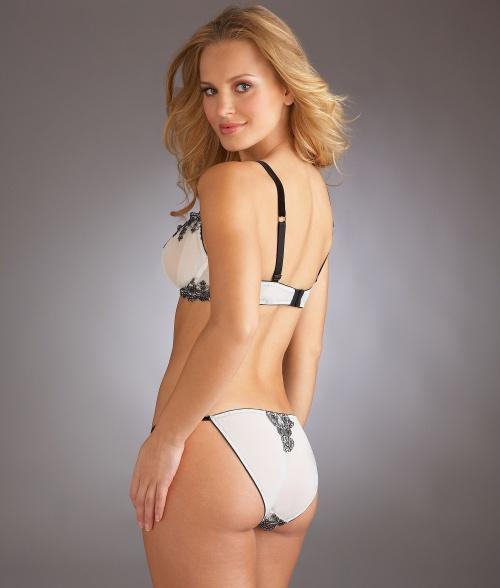 Бразильская модель Elisandra Tomacheski - Lingerie Photoshoot 2010 (41 фото)