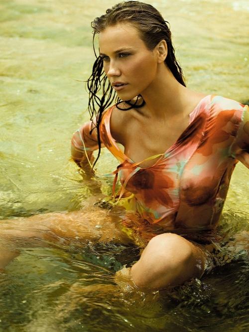 Бразильская модель Renata Kuerten – photoshoot for Vogue Brazil January 2008 (7 фото)