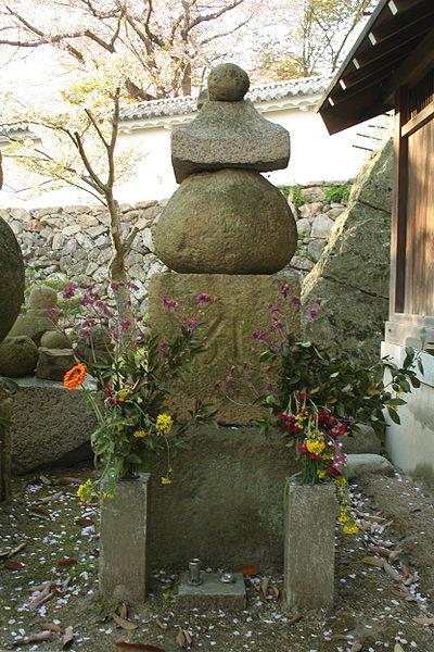 http://cp12.nevsepic.com.ua/79-2/thumbs/1355609374-400px-himeji_castle_april_29.jpg