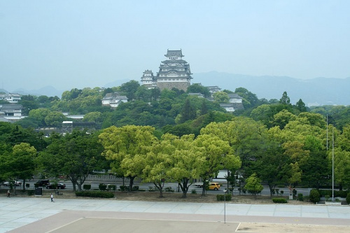 http://cp12.nevsepic.com.ua/79-2/thumbs/1355609374-800px-himeji_castle_may09_06.jpg