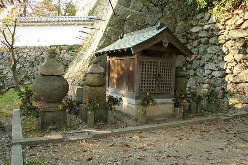 http://cp12.nevsepic.com.ua/79-2/thumbs/1355609376-800px-himeji_castle_april_27.jpg