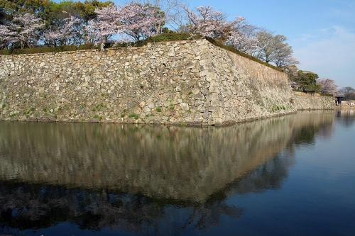 http://cp12.nevsepic.com.ua/79-2/thumbs/1355609380-800px-himeji_castle_april_04.jpg