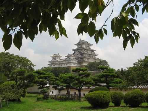 http://cp12.nevsepic.com.ua/79-2/thumbs/1355609381-800px-himeji_castle.jpg