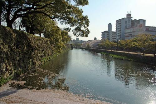 http://cp12.nevsepic.com.ua/79-2/thumbs/1355609381-800px-himeji_castle_april_01.jpg