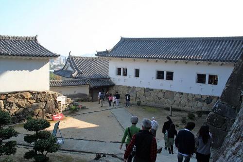 http://cp12.nevsepic.com.ua/79-2/thumbs/1355609381-800px-himeji_castle_no09_081.jpg